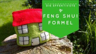 Genähtes Haus in Grün und Rot mit dem Text: Feng Shui Formel