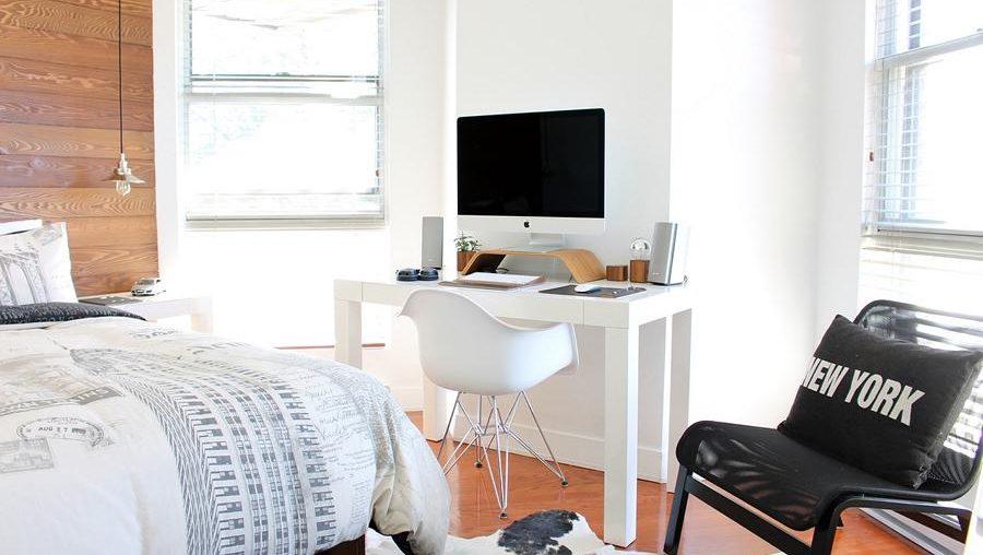 Ein Kombination aus Schlaf und Arbeitszimmer