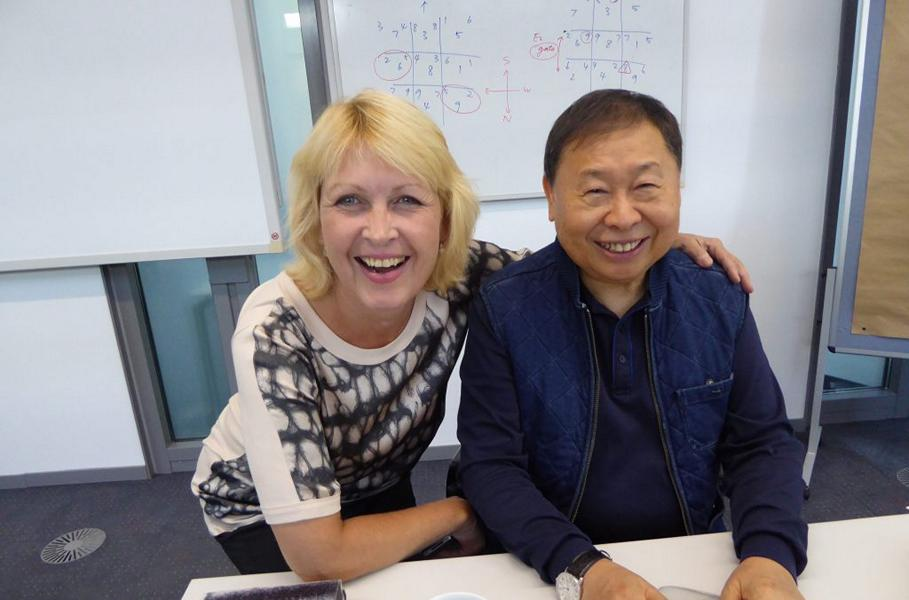 Feng Shui Meister Raymond Lo und Petra Coll Exposito