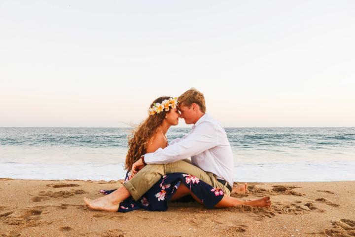 Ein Liebespaar am Meer
