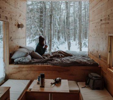 Eine Wohnung ganz mit dem Element Holz eingerichtet